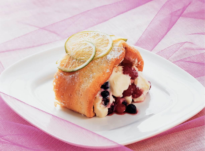 Biscuitrol met limoencrème en zomerfruit