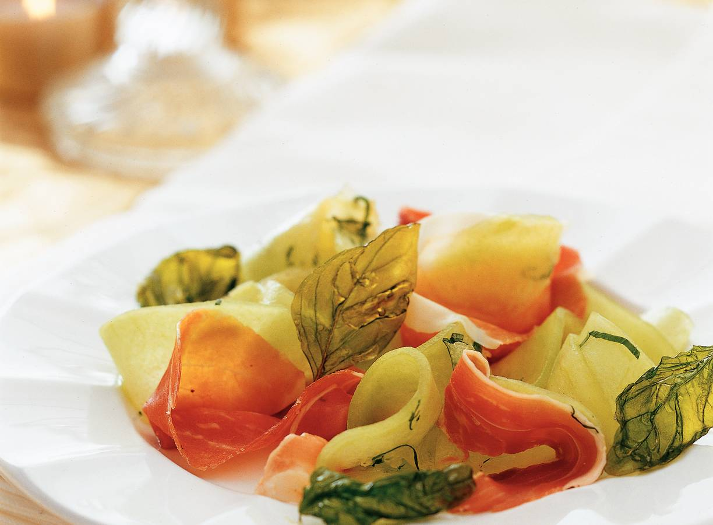 Meloenkrullen met Parmaham en basilicum