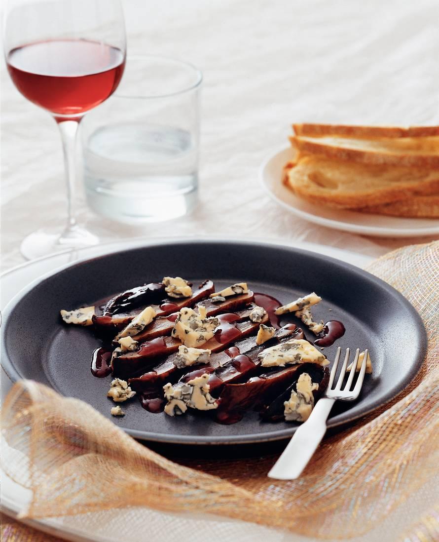 Portobellopaddestoelen met balsamicostroop en roquefort