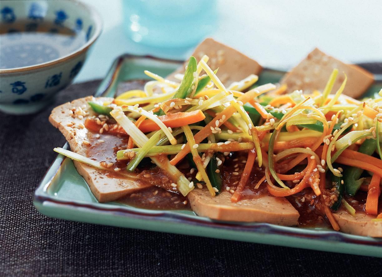 Tofu met groenten en sesamsaus