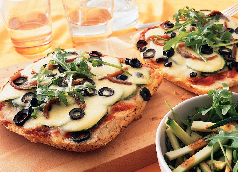 Broodpizza met mozzarella