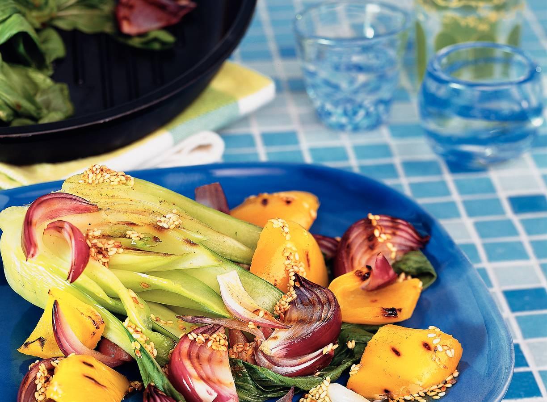 Salade van gegrilde groenten met sesamdressing