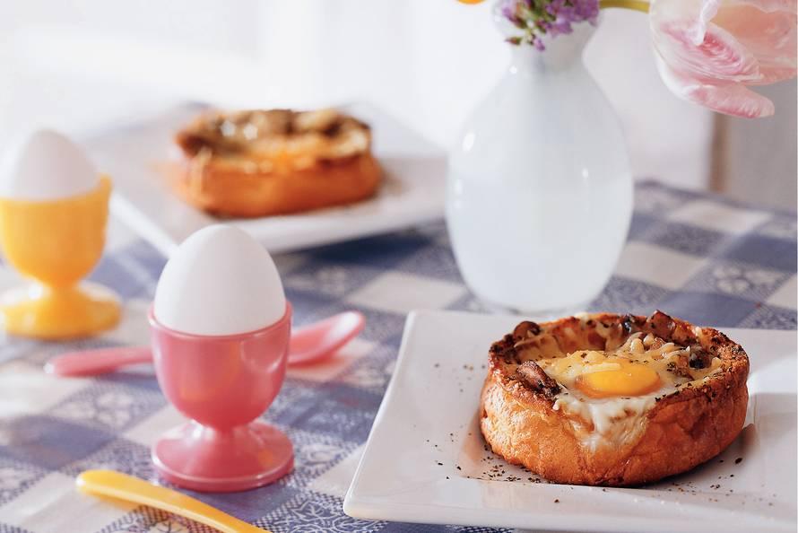 Beschuitbol gevuld met ei