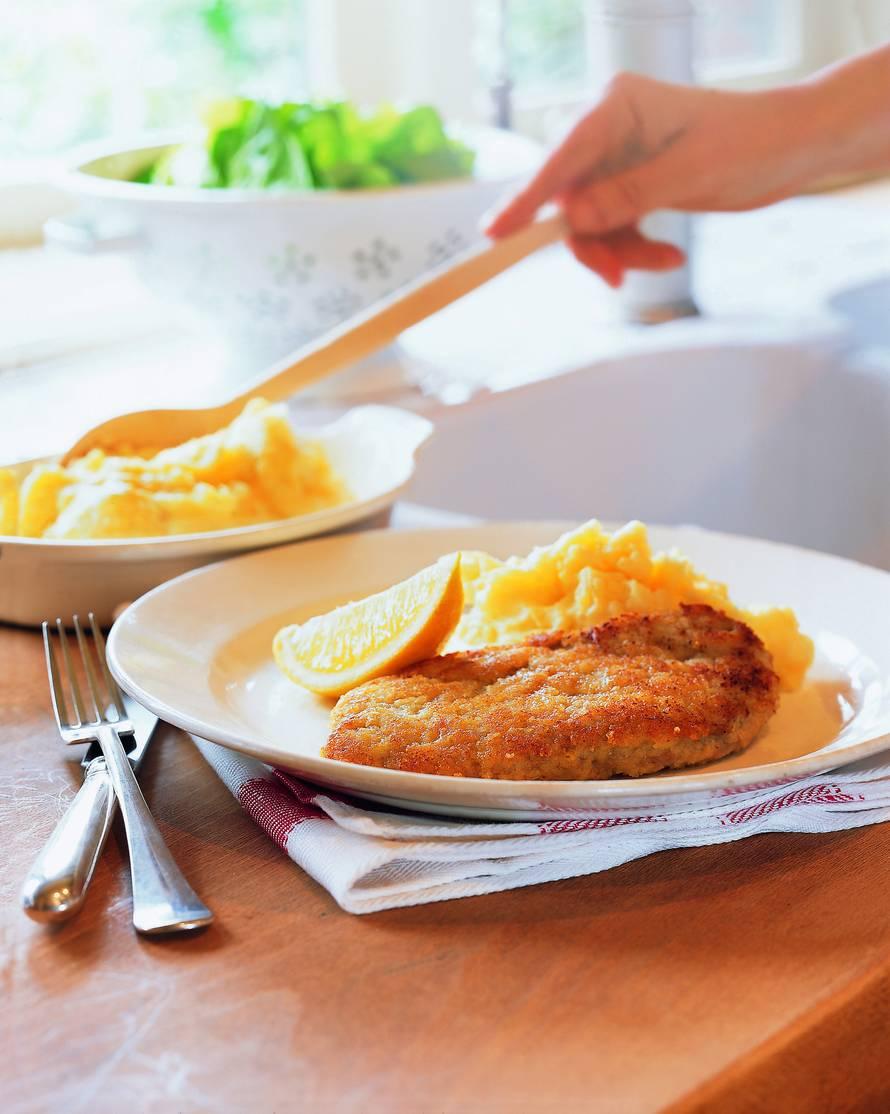 Kalfsschnitzels met een kaaskorstje