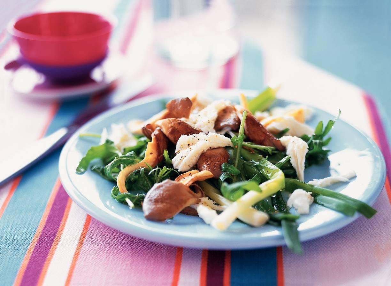Salade van rucola met oesterzwammen, mozzarella en stoneleeks