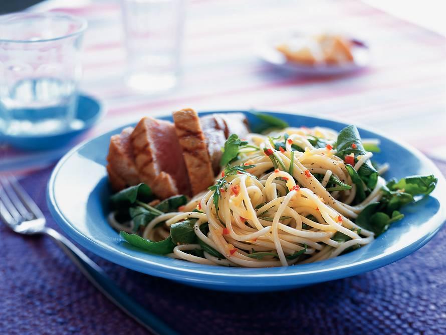 Pikante spaghetti met tonijnsteak