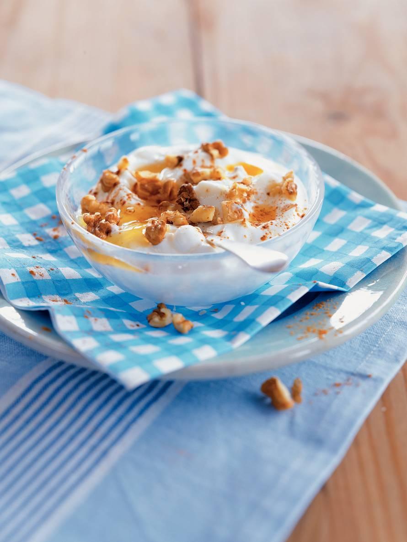 Yiaoúrti me méli ke karídhia - Griekse yoghurt met honing en walnoten