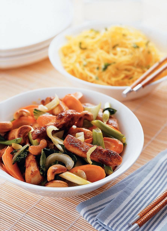 Roergebakken kip met wortel en Shanghai paksoi