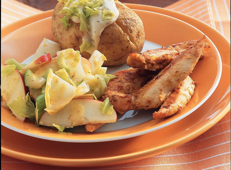 Kip met mosterd, pofaardappels en witlofsalade