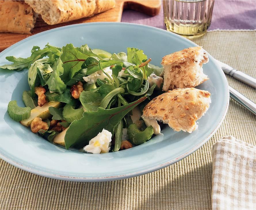 Maaltijdsalade met gorgonzola, walnoot en peer