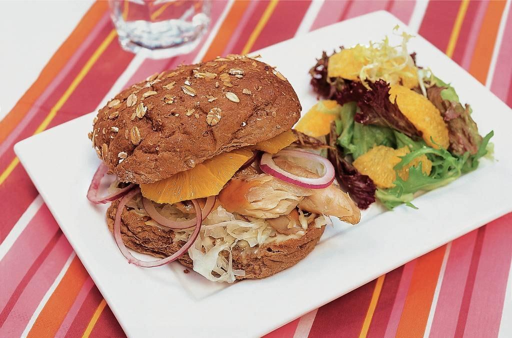 Makreelburgers met zuurkool en sinaasappel - Albert Heijn