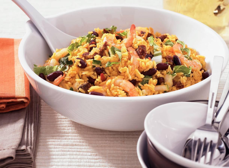 Rijstschotel met zoutvlees en garnalen