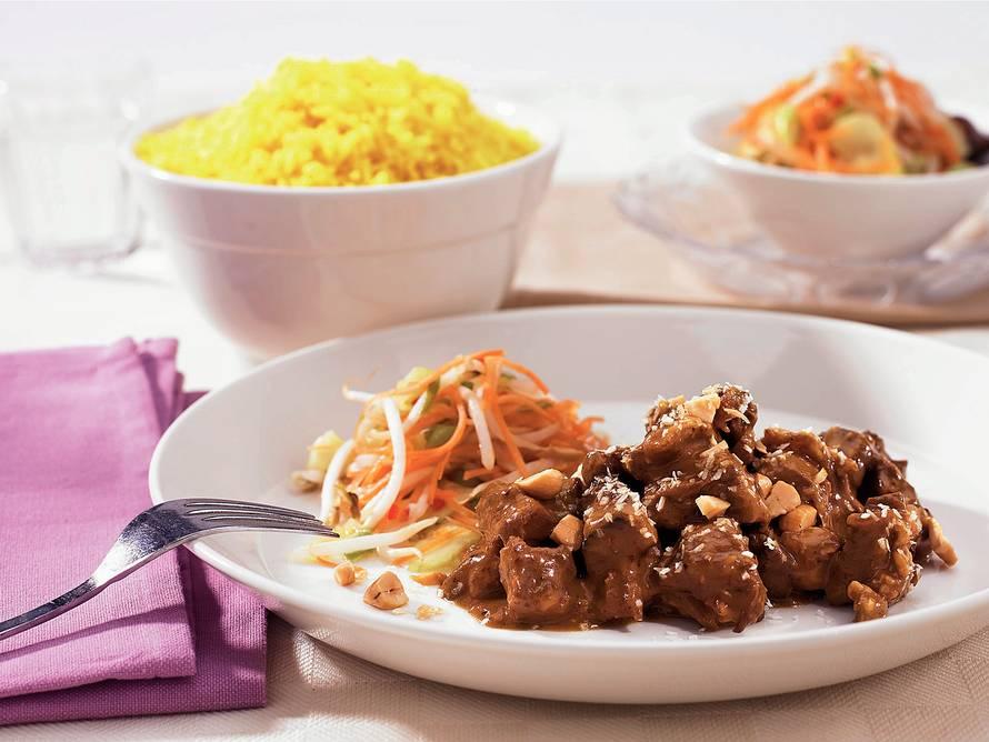Rendang met gele rijst en atjar