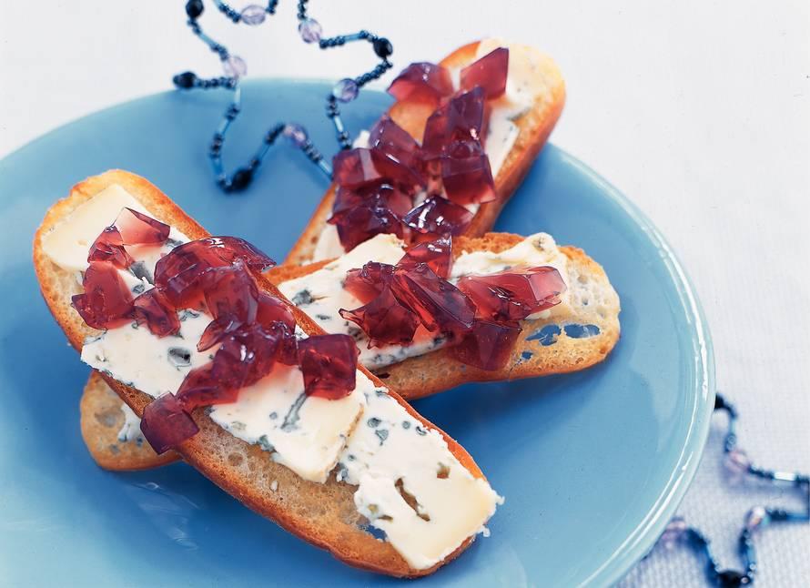 Toast met pittige kaas en wijngelei