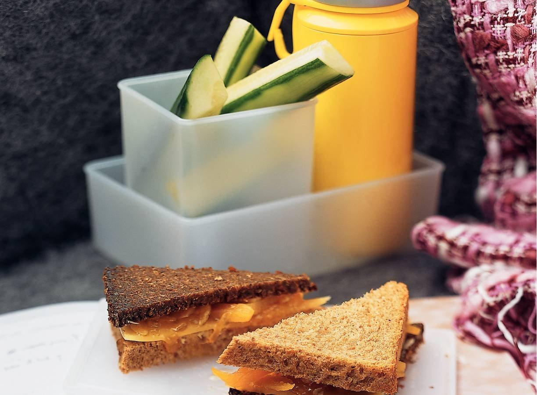 Kaas-abrikoossandwich