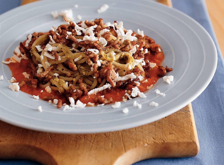 Pestospaghetti met gehakt en witte kaas