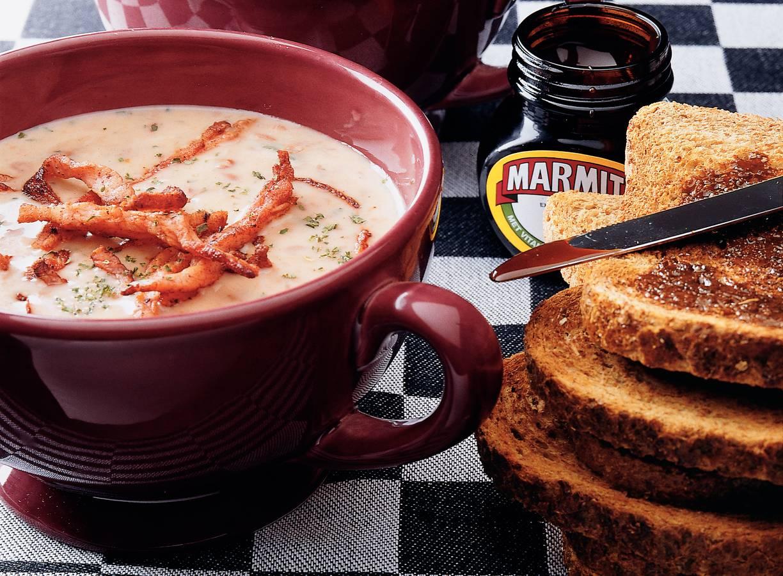 Bruinebonensoep met bakbacon en kruidnagel