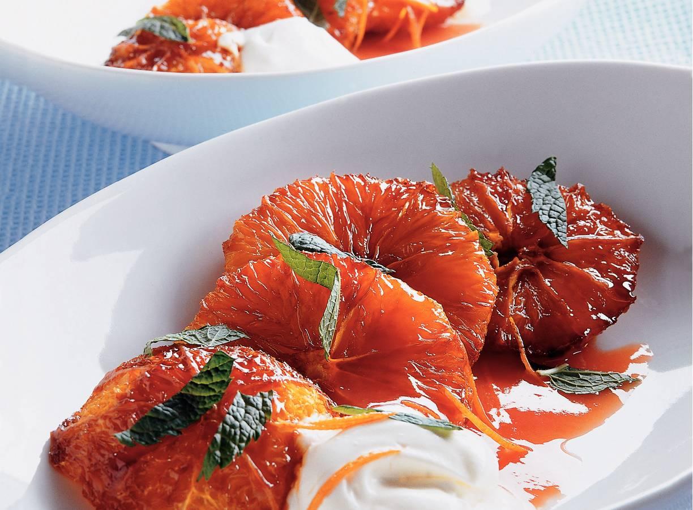 Sinaasappels uit de oven met sinaasappelsaus