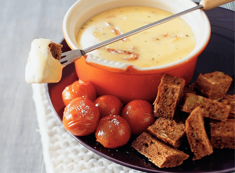 Kaas-hamfondue met warme tomaatjes