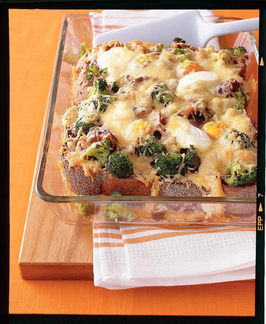 Broodschotel met broccoli en ei