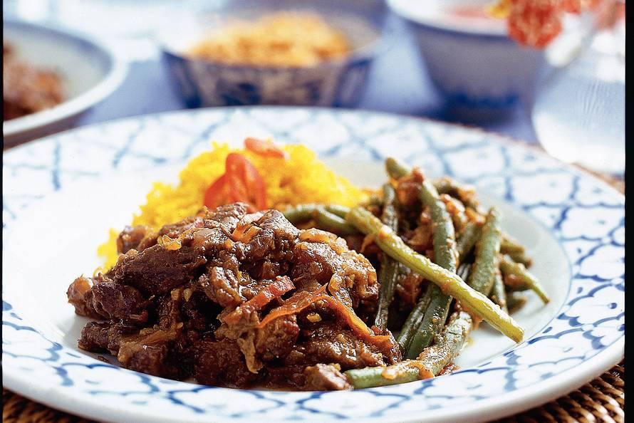 smoor daging (in ketjap gesmoord rundvlees) - recept - allerhande