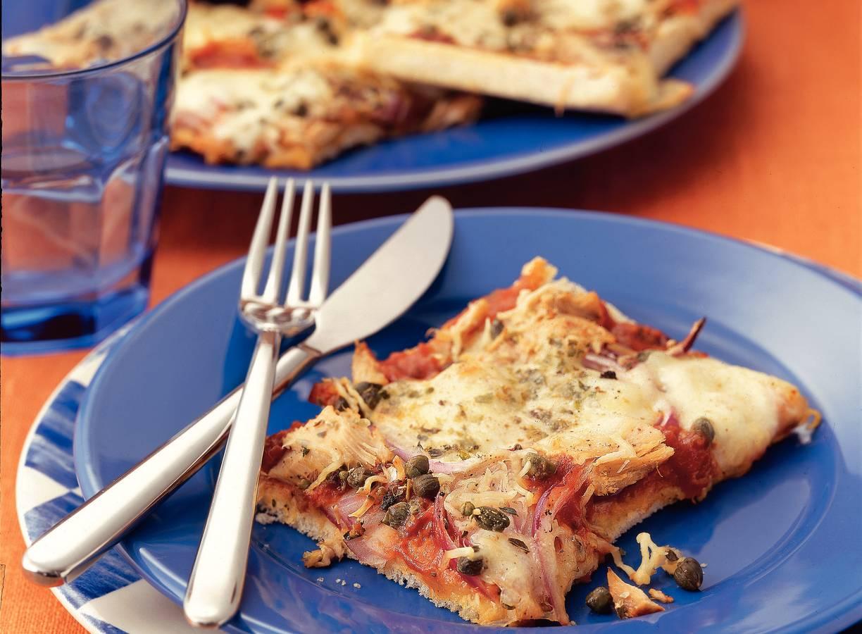 Broodpizza met tonijn en mozzarella