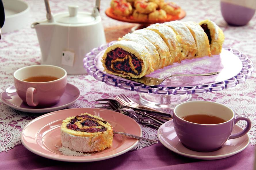 Cakerol met frambozen en hazelnootpasta