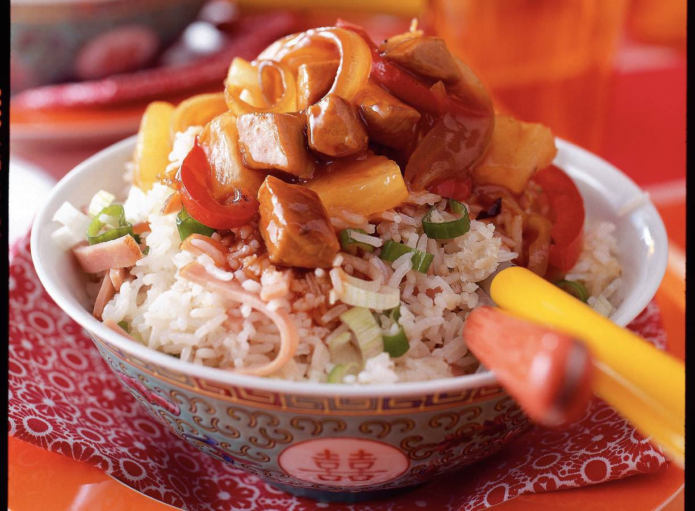 Gebakken rijst met zoetzuur varkensvlees