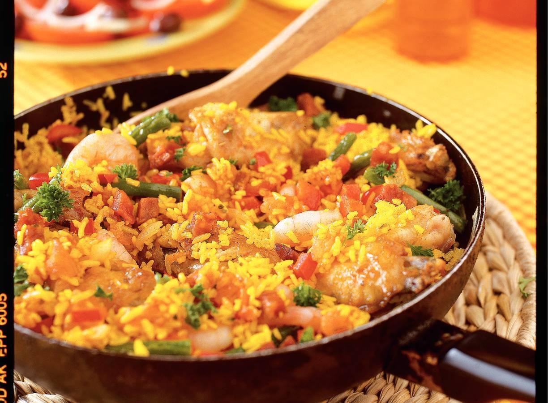 Rijke paella met kip en garnalen