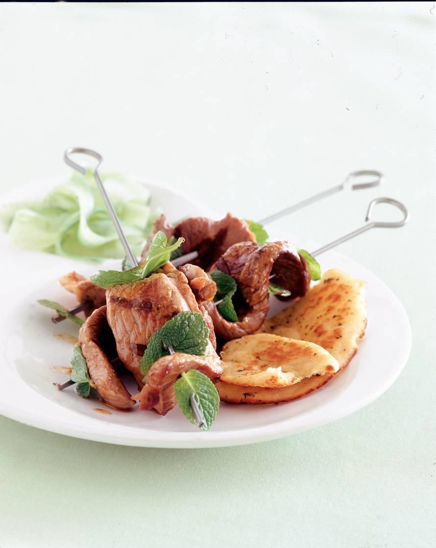 Lamskebab met komkommer-muntsalade