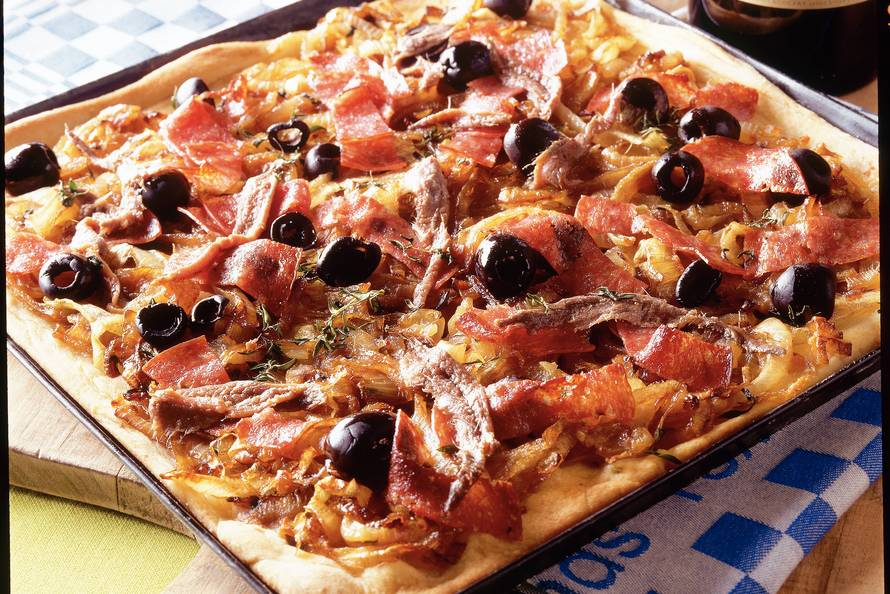 Zuid-Franse uienpizza met salami