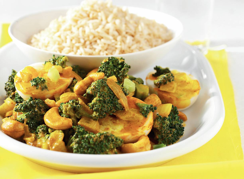 Eiercurry met broccoli en rijst
