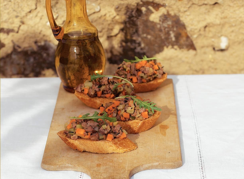 Kippenleverspread op crostini