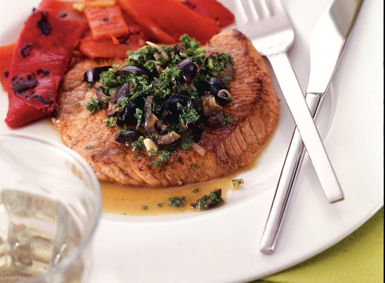 Kalfsschnitzel met sherry en olijven