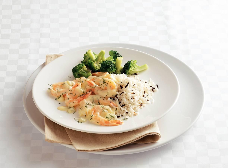 Gemengde rijst met garnalen-dillesaus