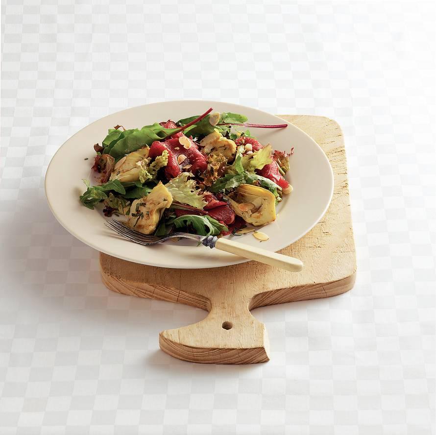 Kruidensalade met carpaccio en artisjok