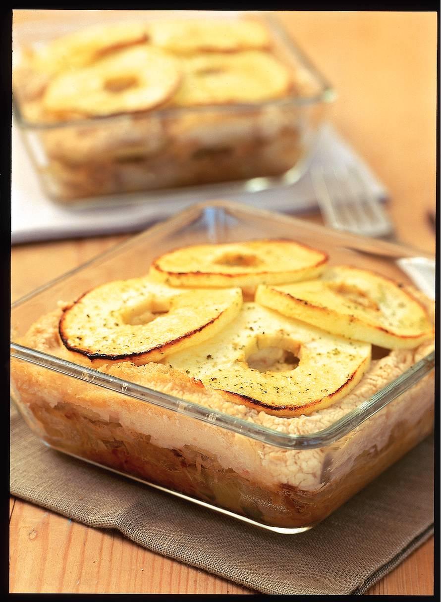 Zuurkoolschotel met appel en bonen