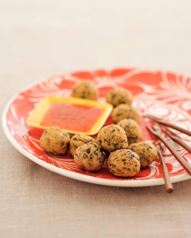 Knapperige tofuballetjes met zoete chilisaus