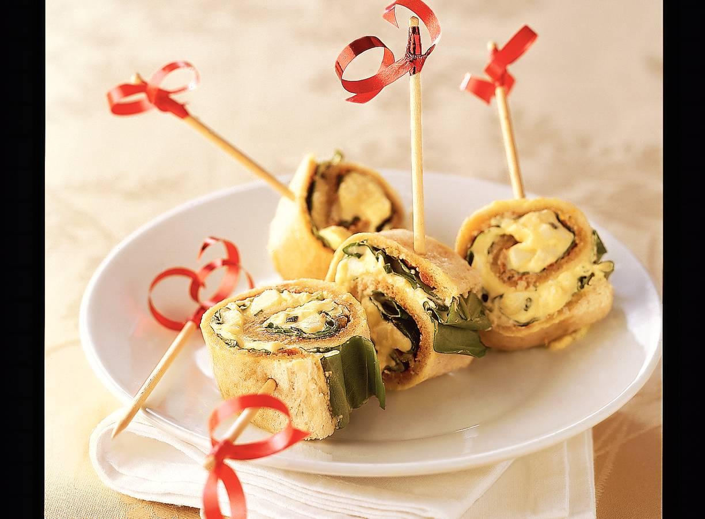 Broodrolletjes met ei en basilicum