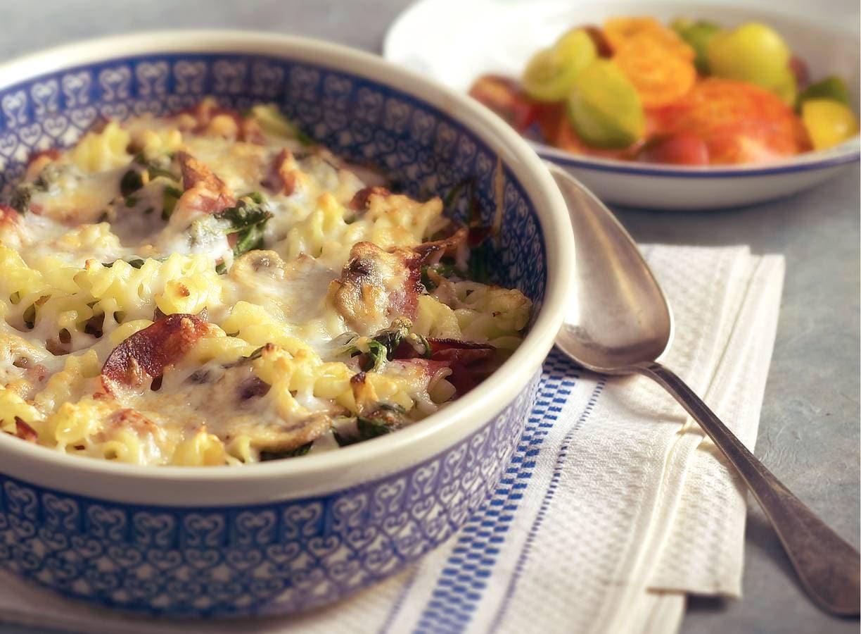 Pastagratin met spinazie en salami