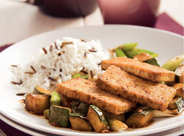Tofu met courgette uit de wok