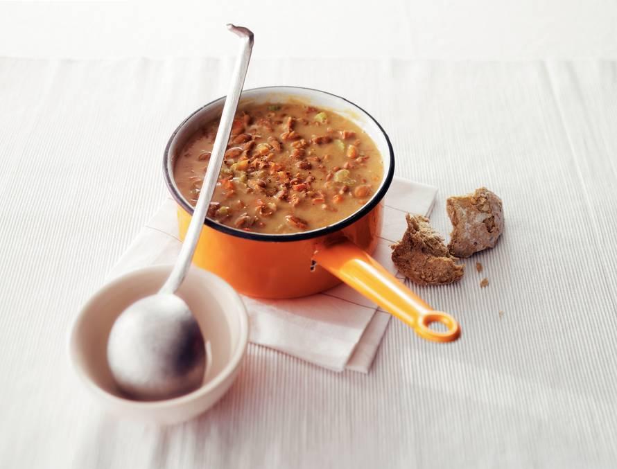 Pittige bruinebonensoep met chorizo