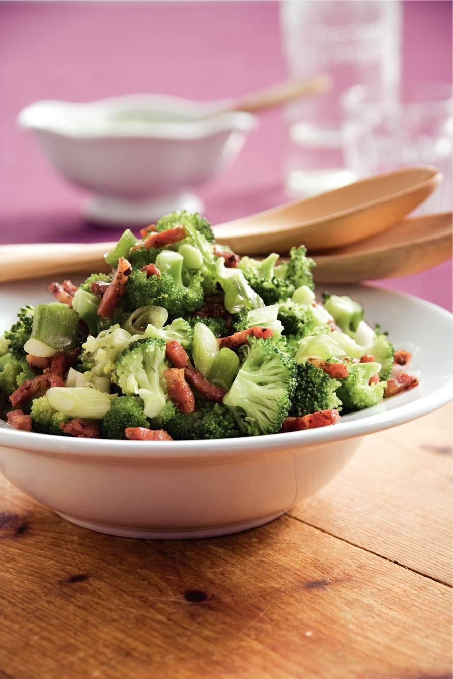 Broccolisalade met warme vinaigrette