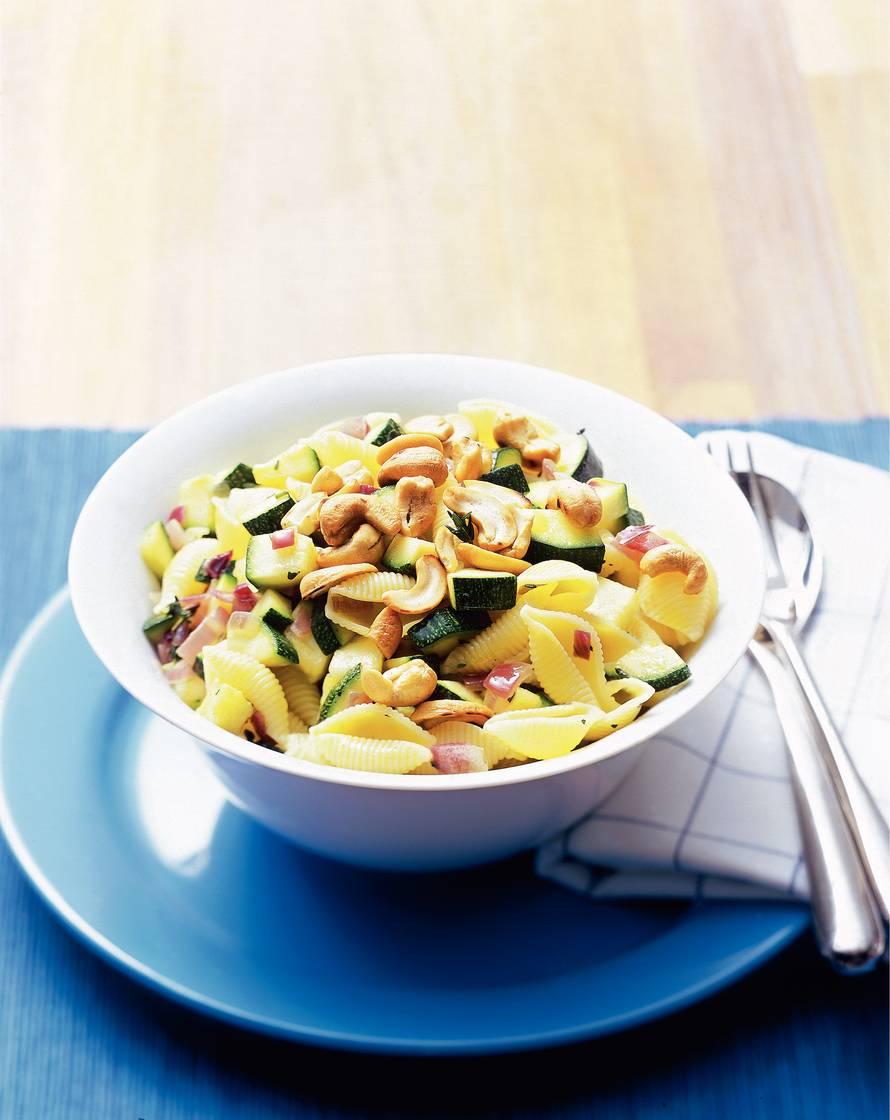 Pasta met kruidige courgette en cashewnoten