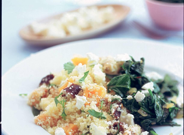 Couscous met witte kaas, spinazie en fruit