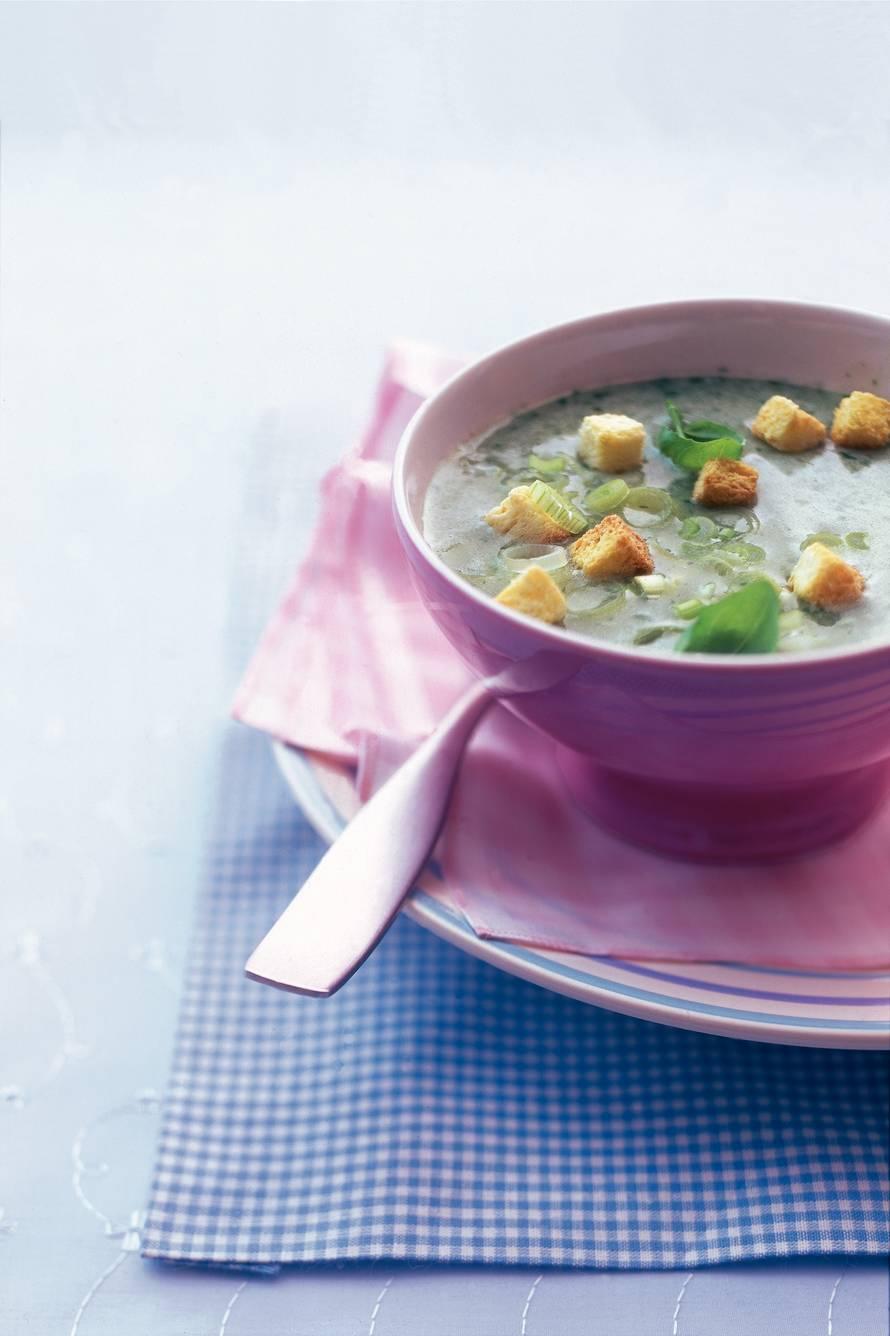 Aardappelsoep met basilicum en bosui