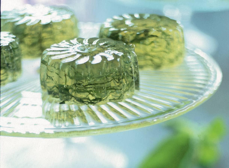Frisse limoenjelly met basilicum