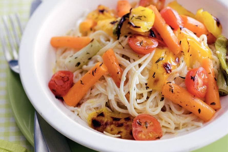 Romige spaghetti met voorjaarsgroenten