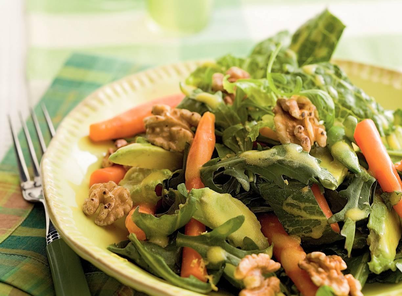 Salade met wortel en noten