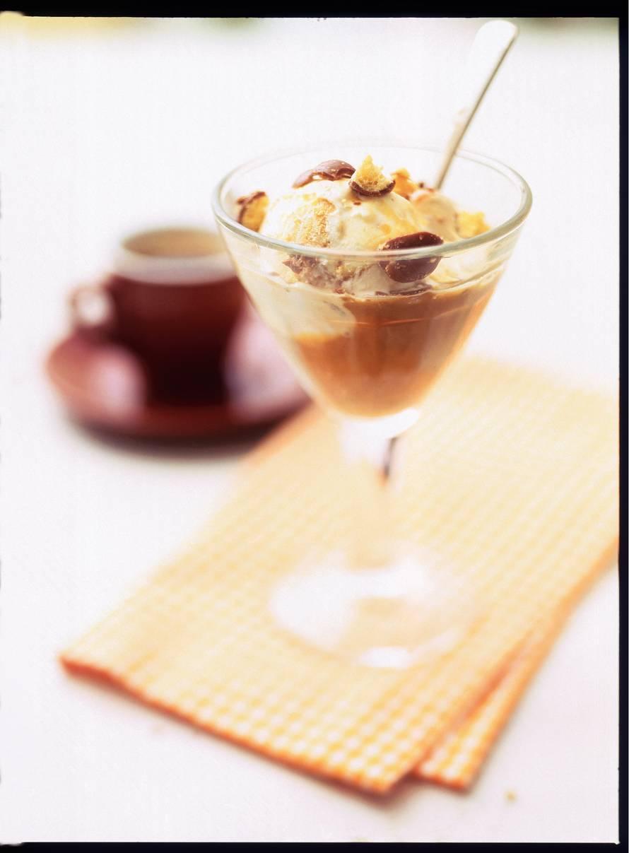Karamelijs met espresso